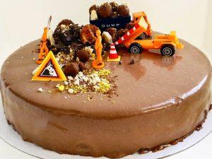 Chocolate caramel cheesecake construction